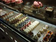 店内ケーキ2
