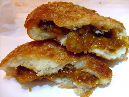 桃太郎地鶏のカレーパン
