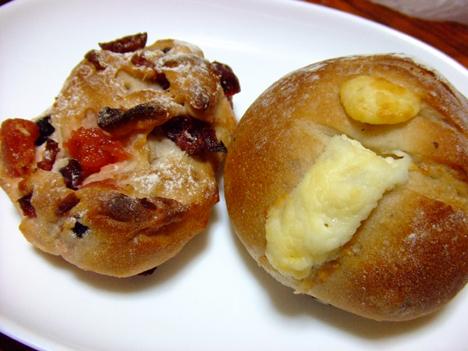ドライフルーツ&チーズパン