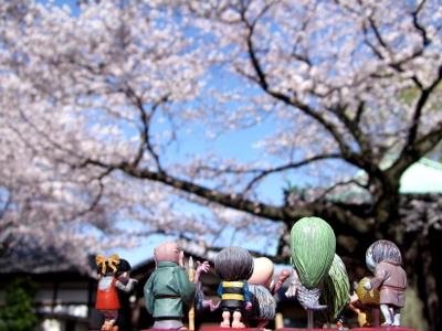 桜を眺める妖怪たち