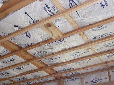 天井の下地組と断熱材