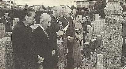 昭和63年11月3日に行われた供養塔の除幕