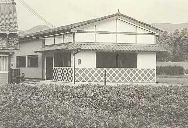 東海道沿いに出来たなまこ壁の倉庫です。
