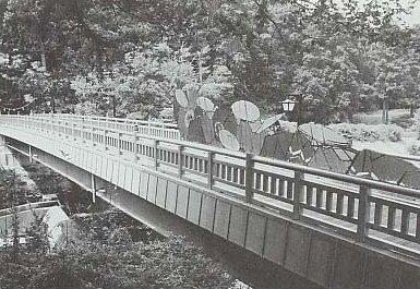 海道橋を渡る大名行列?