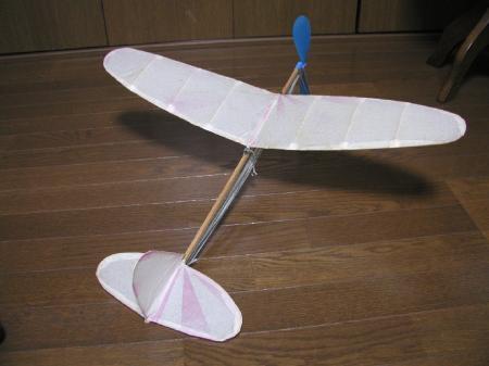 ゴム動力 新型ベンツ飛行機