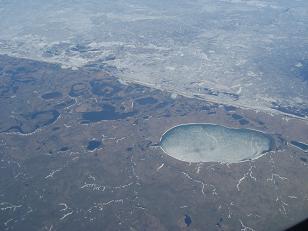 写真上側は北極海