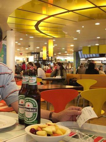 アムステルタ゜ム空港・レストラン