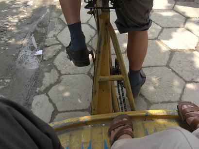 14 三輪自転車に乗る
