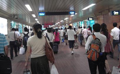 18 上海駅の通路