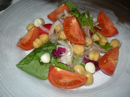 塩トマトとひよこ豆のサラダ