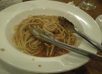 プリモ、スパイシーラグーソースのスパゲッティ