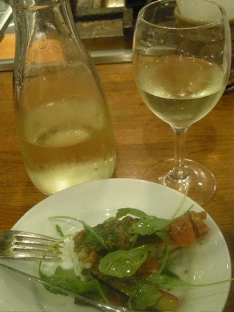 鯛のソテー、白ワインといっしょに