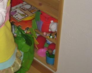 0313本棚おもちゃ