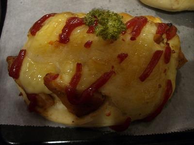 チキンとチーズでおまけパンも。