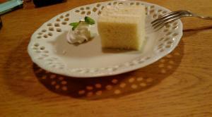 デザートのクルミ入りケーキ