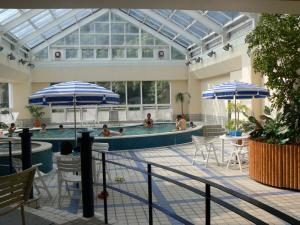 ホテル8階室内プール