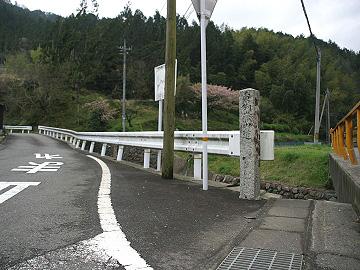 「大木津」バス停の別れ道