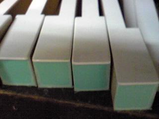 鍵盤木口張替完了