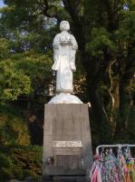 平和を祈る子像