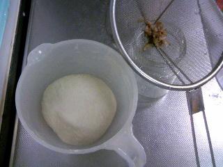 桜の花びら酵母パン・発酵前