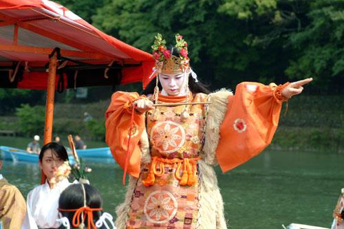 三船祭舞楽アップ横