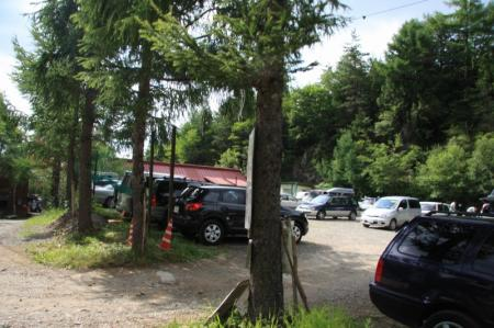赤岳山荘・駐車場