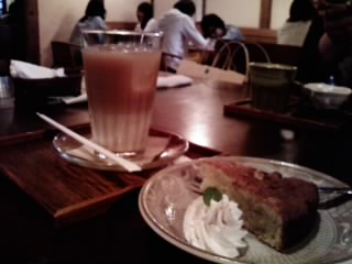 バナナケーキとメープルミルクティー
