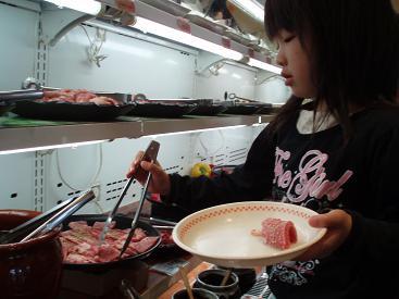 お肉選び中