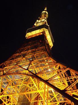 東京タワー真下から