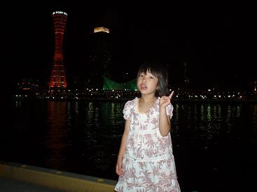 神戸タワーをバックに