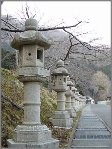 函館八幡宮の石灯籠