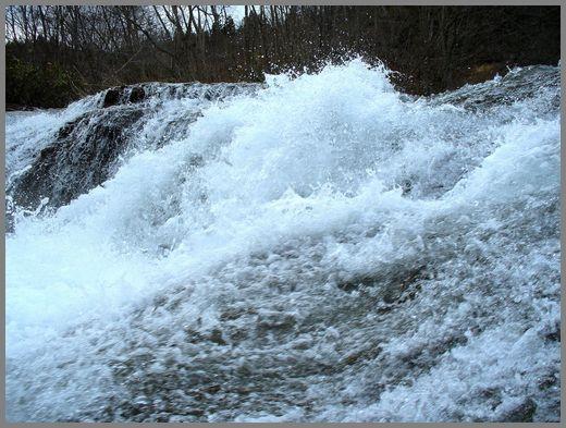 滝の流れ1