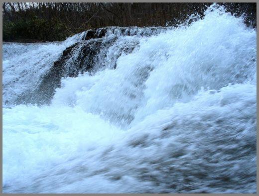 滝の流れ2