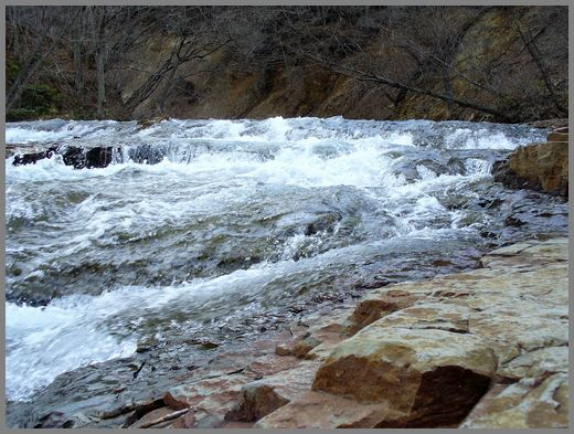 滝の上流方向