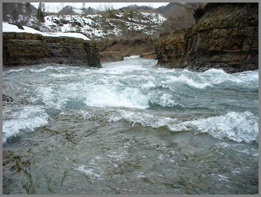 滝の下流方向