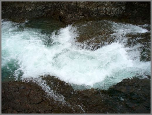 中流の小滝