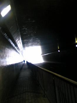 青山 トンネル