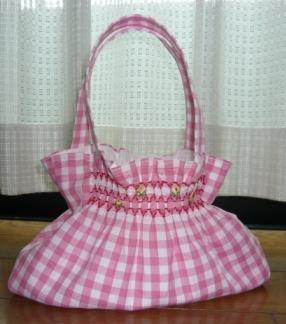 ピンクのスモッキング