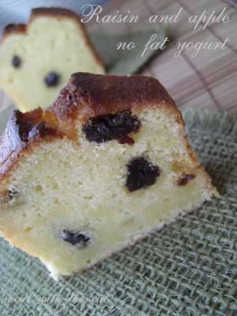林檎とレーズンのノンファットヨーグルトフレーバーケーキ