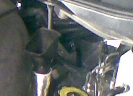 LF-A、エンジンとバルクヘッドの隙間の写真