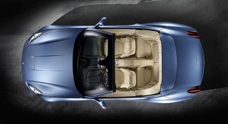 フェラーリ カリフォルニア、真上から内装を写した写真