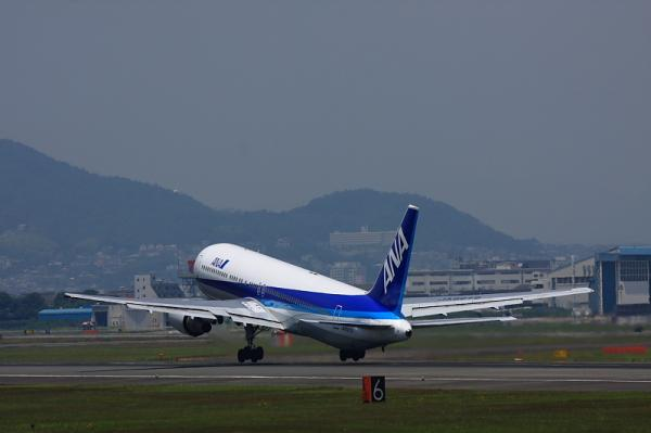 ANA B767-381 NH24@伊丹スカイパーク南駐車場(by 40D with EF100-400)