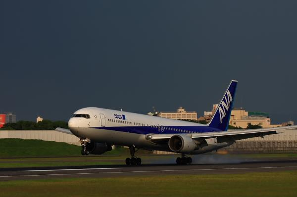 ANA B767-381 NH778@伊丹スカイパーク南駐車場(by 40D with EF100-400)