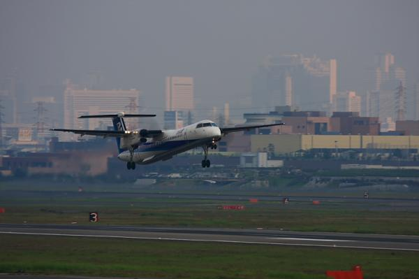 ANA DHC8-Q400 NH1835@下河原緑地(by 40D with EF100-400)