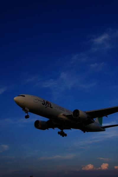 JAL B777-246 JL131@千里川土手(by 40D with  SIGMA 18-50)