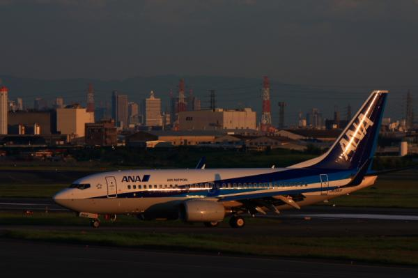 ANA B737-781 NH188@下河原緑地(by 40D with EF100-400)