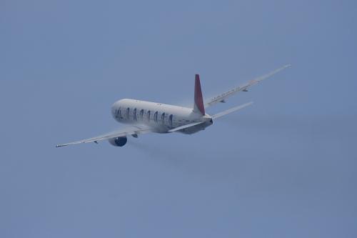 JAL B777-346 JL2001@RWY14Rエンド(by EF100-400)