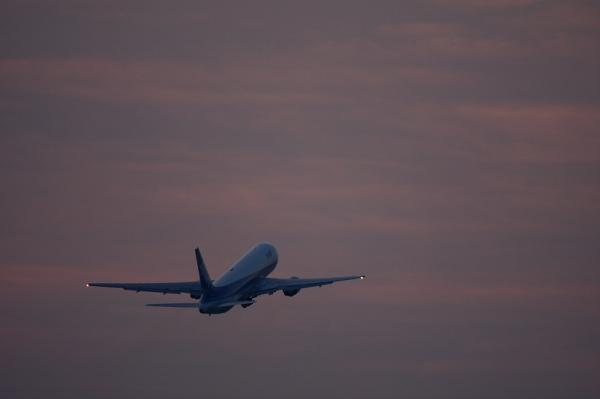 ANA B767-381 NH509@RWY32Rエンド(by 40D with EF100-400)