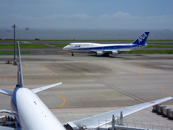 羽田第2ターミナル展望デッキにて(by IXY DIGITAL L3)