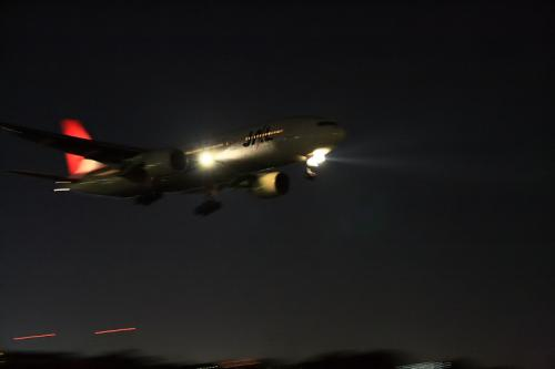 JAL B777-246 JL139@千里川土手(by SIGMA 18-50)